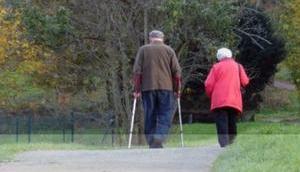 Häusliche Pflege oder Pflegeheim Kontra