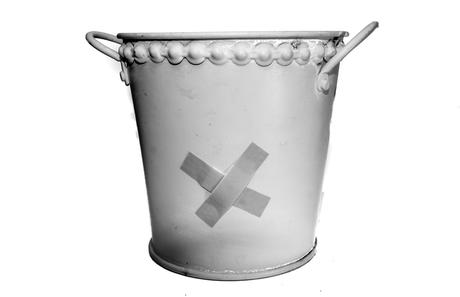 Kuriose Feiertage - 30. Mai  Ein-Loch-ist-im-Eimer-Tag – der National My Bucket's Got a Hole Day in den USA (c) 2016 Sven Giese-1