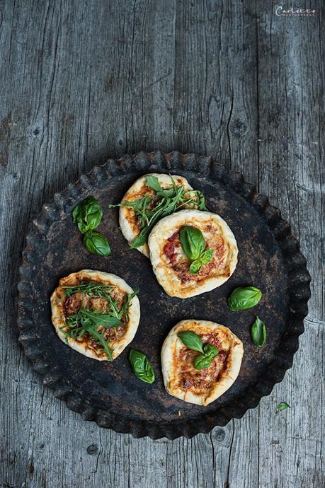 Mini Pizzen mit Käserand
