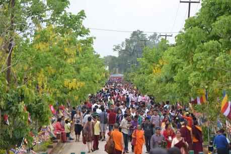 bhudda-lumbini-park-menschen