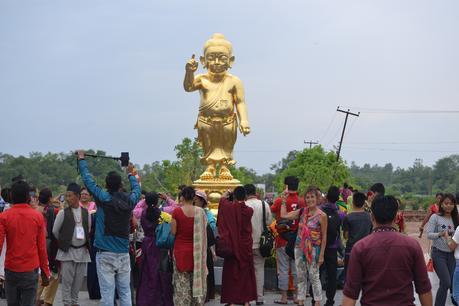 lumbini nepal bericht statue