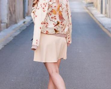 Nude Kleid mit Zara Bomberjacke
