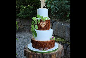 Rustikale Hochzeitstorte Mit Holzoptik Und Gingkoblattern