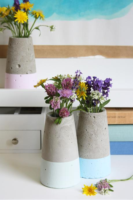diy kegelf rmige betonvase im dipped look inspiriert von vase tube von house doctor. Black Bedroom Furniture Sets. Home Design Ideas