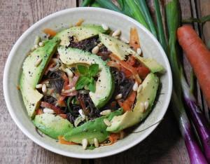 Salat mit frischen Algen & Algen Pesto – Rohkost auf höchstem Niveau