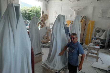 marble-stone-carrara-italy-avantgallery-massimo-galleni-guardians-of-time-manfred-kielnhofer-sculture-modern-design-contemporary-art-fine-arts-statue-7433