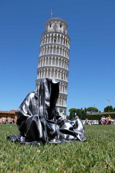 leaning tower of pisa italia guardians of time manfred kielnhofer contemporary fine art modern statue exclusive arts sculpture 3436