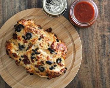 Pizzabrot Rezept mit Marinara Dip – alles selbstgemacht