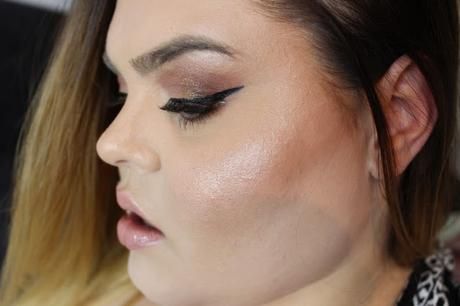 Glowy Make-Up Look with Bronzy Eyes