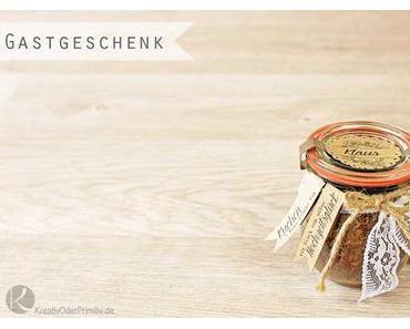 Gastgeschenk/Namenskarten: Kuchen im Glas