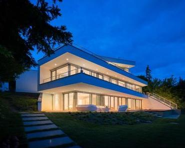 Moderne Architektenhäuser von FLOW.STUDIO