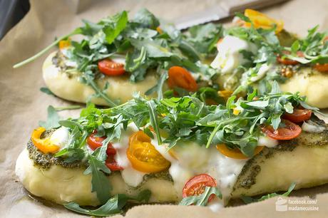 Pizza-Fladen mit Pesto, Tomate & Rucola   Madame Cuisine Rezept