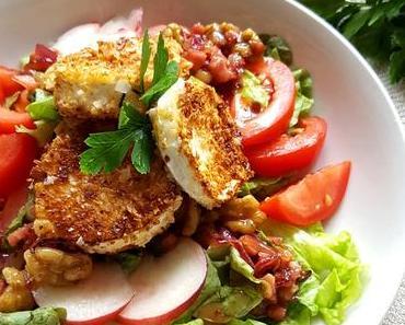 Sommersonne auf dem Teller: Blattsalat mit Plattpfirsich, gebratenem Mandel-Ziegenkäsetaler und Walnuss-Honig-Dressing
