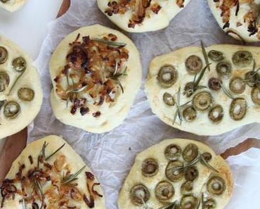Focaccia mit Oliven oder karamellisierten Zwiebeln - im Sommer auf dem Grill im Winter im Ofen