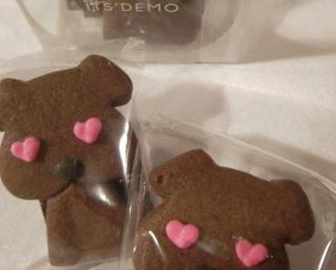 Mitbringsel: Büro-Stempel und schokoladige Hunde-Kekse