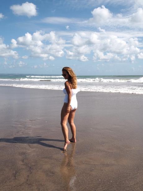 bali, beach babe, monki, badeanzug, one piece, alila moments