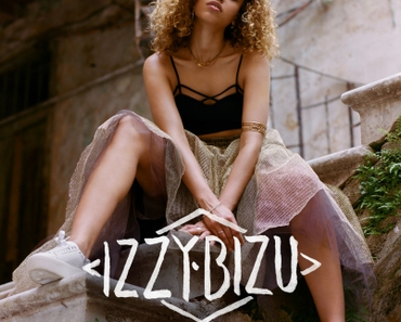 Happy Releaseday: Izzy BIzu – A Moment of Madness