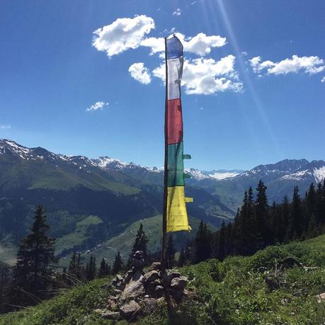 fahne-nepal-alm-schweiz