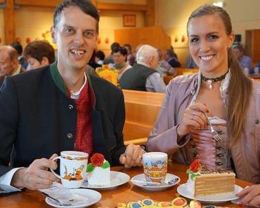 RISCHART – Café Kaiserschmarrn - Anschnitt der Hochzeitstorte auf der Wiesn 2016