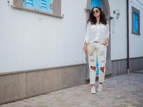 wpid-all-white-look-with-white-boyfriend-jeans-justfab-adidas-super-stars-look-outfit-girl-mädchen-frauen-style-alles-weiß-urlaubslook-holiday-attire-german-fashionblog-streetstyle-blog-berlin-samieze-deutschland-2.jpg.jpeg
