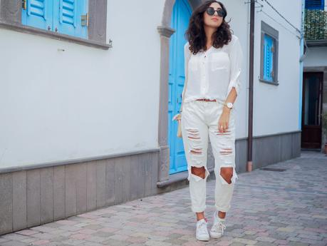 wpid-all-white-look-with-white-boyfriend-jeans-justfab-adidas-super-stars-look-outfit-girl-mädchen-frauen-style-alles-weiß-urlaubslook-holiday-attire-german-fashionblog-streetstyle-blog-berlin-samieze-deutschland-4.jpg.jpeg