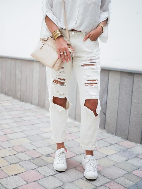 wpid-all-white-look-with-white-boyfriend-jeans-justfab-adidas-super-stars-look-outfit-girl-mädchen-frauen-style-alles-weiß-urlaubslook-holiday-attire-german-fashionblog-streetstyle-blog-berlin-samieze-deutschland-14.jpg.jpeg