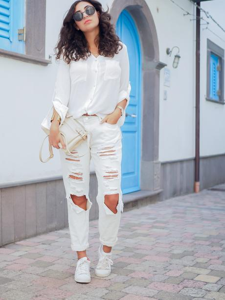 wpid-all-white-look-with-white-boyfriend-jeans-justfab-adidas-super-stars-look-outfit-girl-mädchen-frauen-style-alles-weiß-urlaubslook-holiday-attire-german-fashionblog-streetstyle-blog-berlin-samieze-deutschland-7.jpg.jpeg