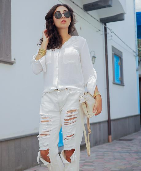 wpid-all-white-look-with-white-boyfriend-jeans-justfab-adidas-super-stars-look-outfit-girl-mädchen-frauen-style-alles-weiß-urlaubslook-holiday-attire-german-fashionblog-streetstyle-blog-berlin-samieze-deutschland-8.jpg.jpeg