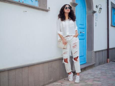 wpid-all-white-look-with-white-boyfriend-jeans-justfab-adidas-super-stars-look-outfit-girl-mädchen-frauen-style-alles-weiß-urlaubslook-holiday-attire-german-fashionblog-streetstyle-blog-berlin-samieze-deutschland.jpg.jpeg
