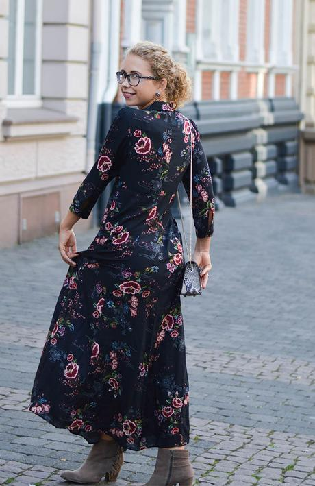 Outfit: Floral Maxi Dress from Zara, Choker and Furla