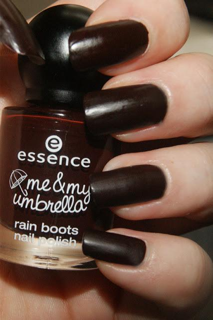 [NOTD] essence me & my umbrella – rain boots nail polish 01 crazy autumn love