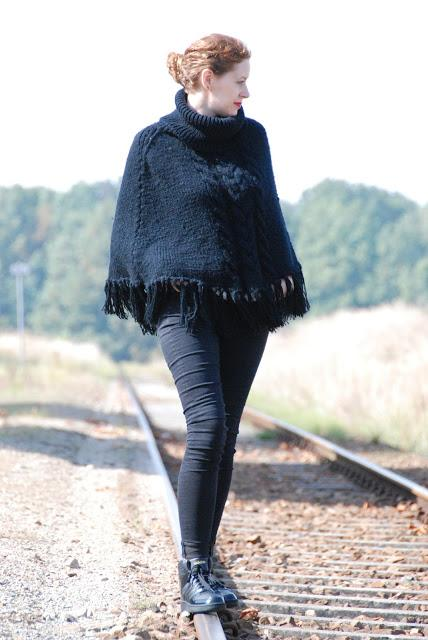 {OOTD} All Black Crow Poncho