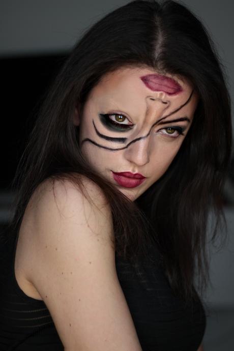 Half face Halloween Look