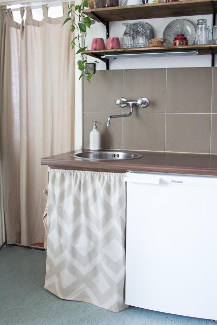Stauraum unter der arbeitsplatte so nahst du einen for Küche vorhang