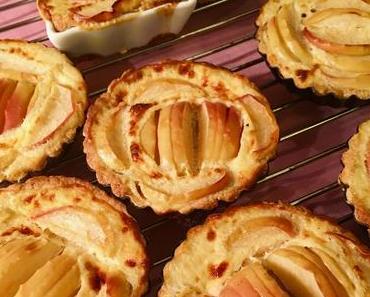 Apfel-Tarteletts mit Quarkguss