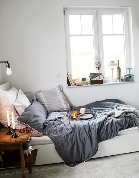 DekoDonnerstag, Schlafzimmer in Weiß Grau Holz mit Bohoelementen, orientalische Accessoires
