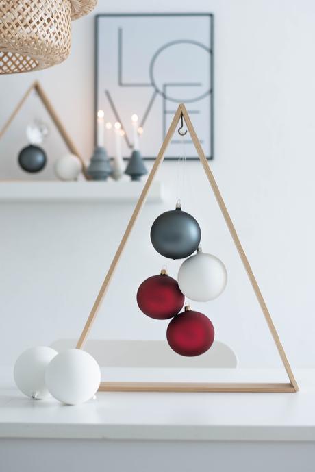 erste weihnachtsdeko ein diy weihnachtsbaum f r minimalisten. Black Bedroom Furniture Sets. Home Design Ideas