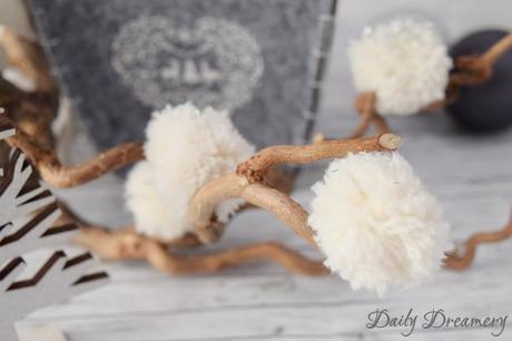winterliche schneeb lle aus wolle pomponsliebe. Black Bedroom Furniture Sets. Home Design Ideas