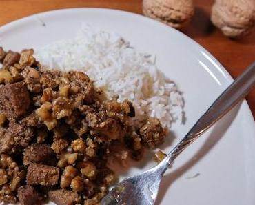 Persische Walnuss Granatapfel Sauce mit Tofu