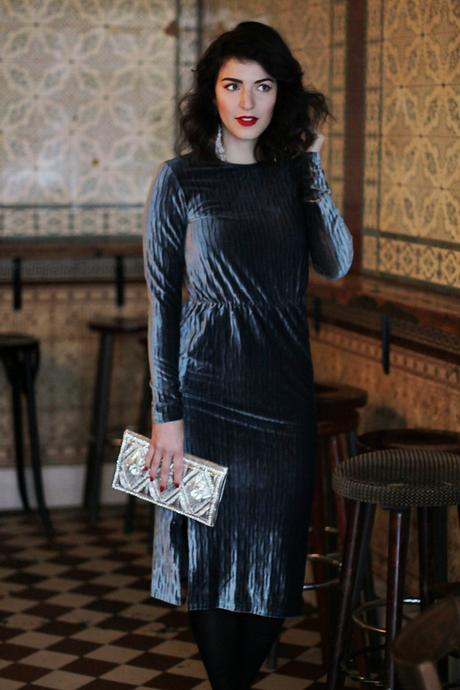 christmas look velvet midi dress glamorous tall asos balmain balmainxhm  chandelier earrings silver clutch bag party look streetstyle blog look berlin samieze