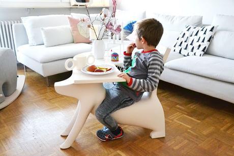 kinder tisch stuhl in einem. Black Bedroom Furniture Sets. Home Design Ideas