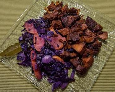 Gewürz-Seitan mit Rotkohlbeilage (vegan)
