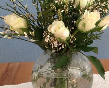 Friday-Flowerday – oder – Pistaziengrün und Rosenweiß