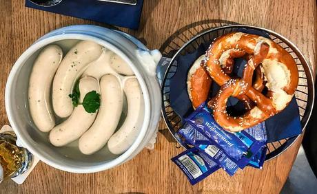 Bild Weißwürste im Topf mit Bretzeln und Bier - Kuriose Feiertage - 22. Februar - Tag der Weißwurst - 2017 Dietmar Giese-2