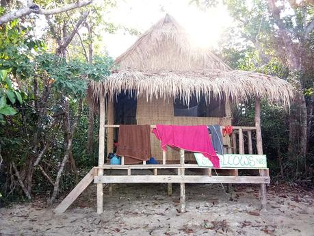 bungalow-treehouse-bay-koh-ta-kiev-insel-kambodscha-strand-hütte