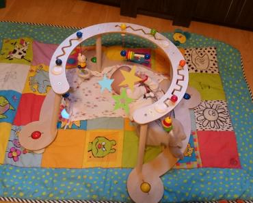 Kinderspielzeug Februar/ 5. Lebensmonat