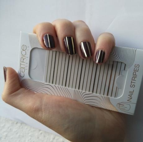 Catrice Pulse of Purism Powder Blush C01 Pure Hibiscocoon (LE) +  Catrice NAIL STRIPES C01 Simple Understatement (LE)