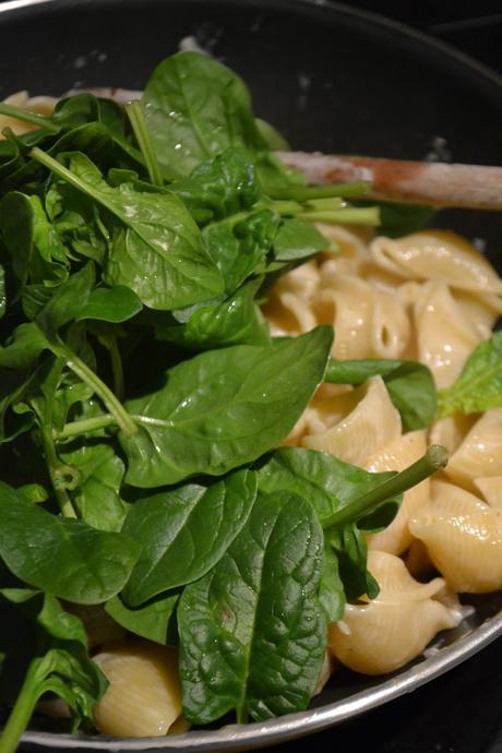 Artischocken Spinat Pasta mit Ofen geröstetem Knoblauch/Artichoke Spinach Pasta with Roasted Garlic (Deutsch & English)