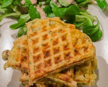 Knusprige Kartoffel-Speck Waffeln mit Feldsalat