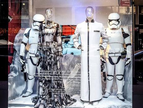 Kuriose Feiertage - 6. März - Tag des Kleides - National Dress Day USA - 2017 Sven Giese-1